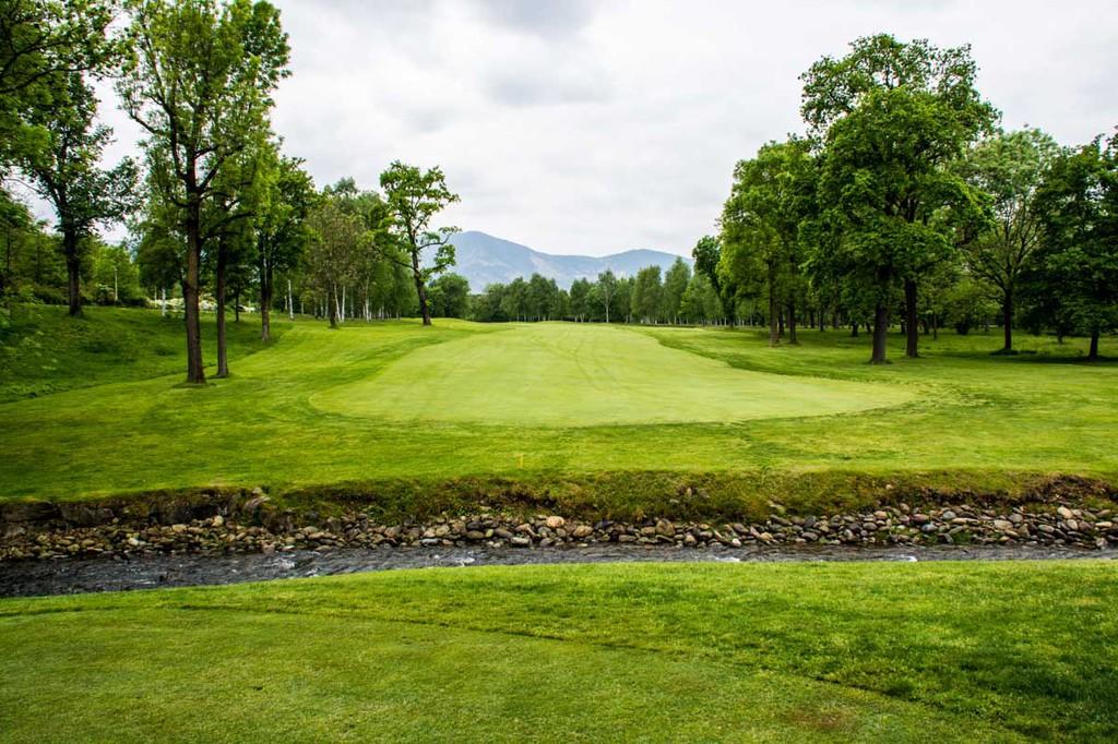 annaeherungsschlag beim golfen